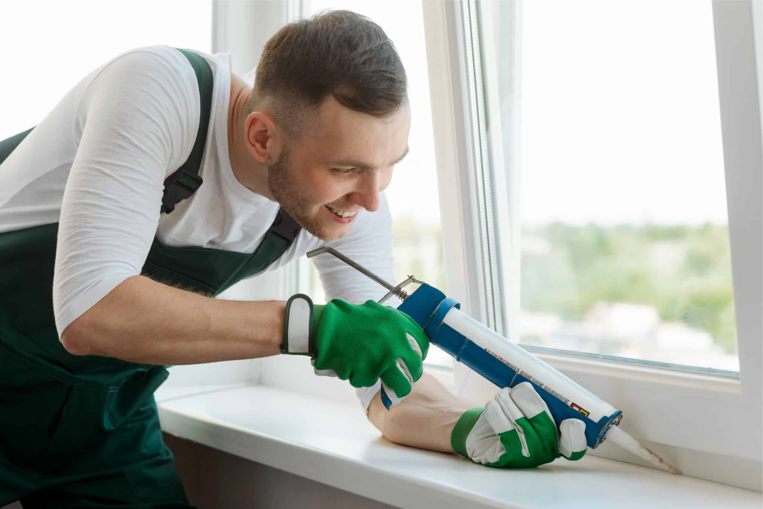 10 Steps to Caulk a Window Pane