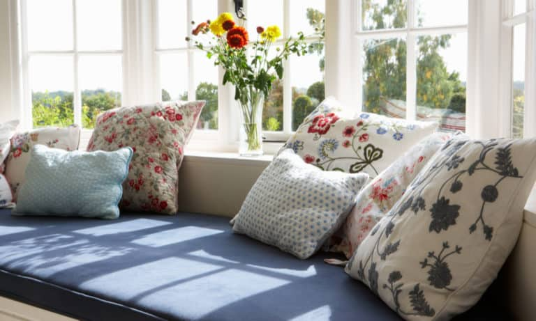 19 Window Seat Cushion Plans You Can DIY Easily