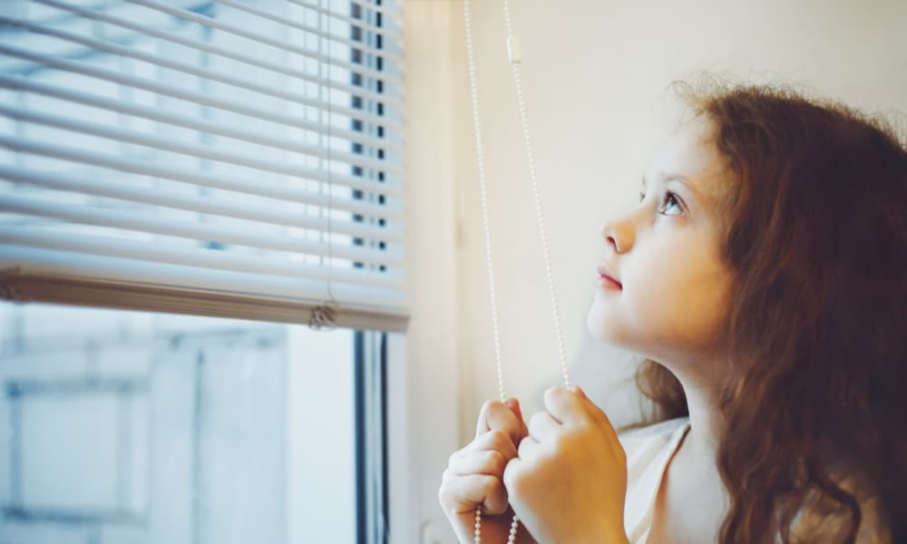 6 Easy Steps to Close Your Window Blinds