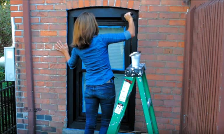 Can You Paint Vinyl Windows (6 Easy Steps)
