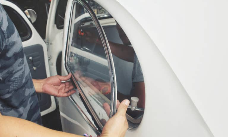 How Much Does it Cost to Replace a Car Window (Tips for Saving)
