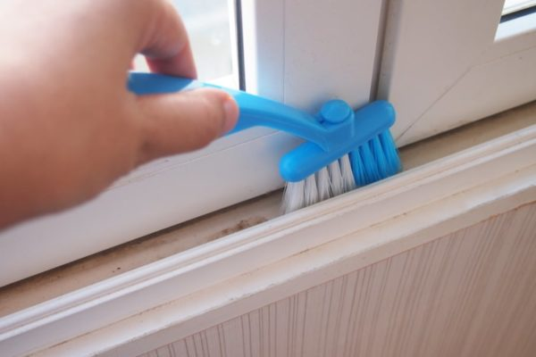 7 Easy Steps to Clean Window Tracks