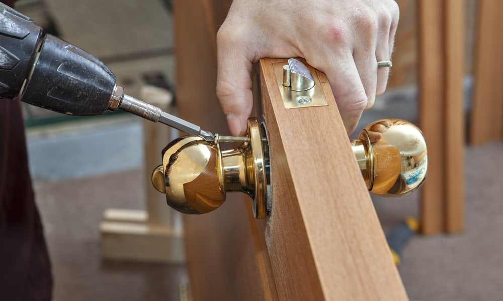 11 Steps To Install A Door Knob