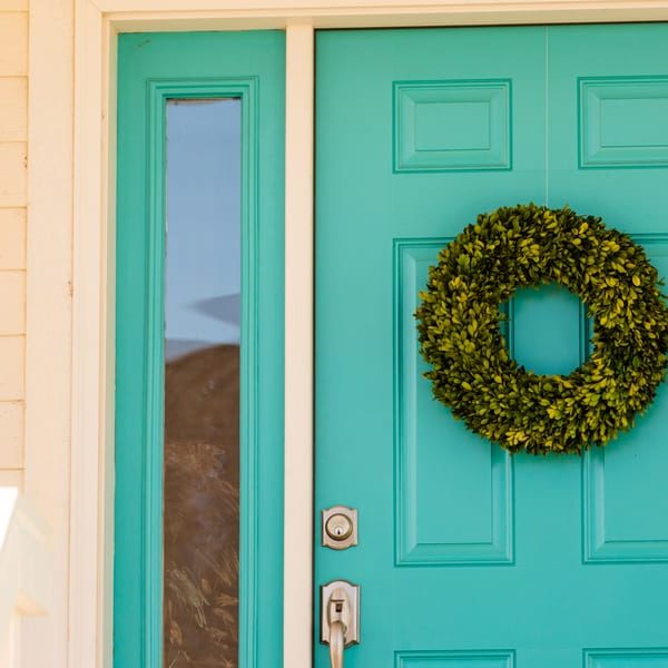 19 Homemade Door Wreath Plans You Can DIY Easily