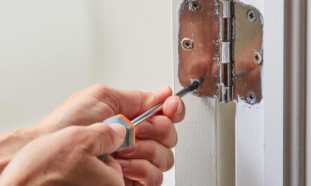 8 Ways To Fix A Sagging Door