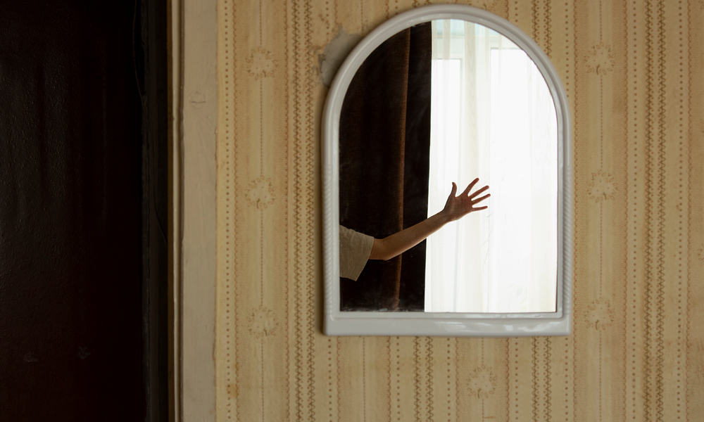 9 Ways To Hang A Mirror On A Door