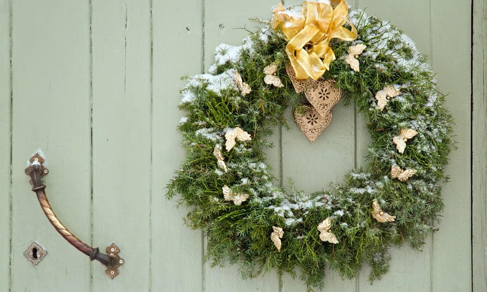 9 Ways To Hang A Wreath On Door