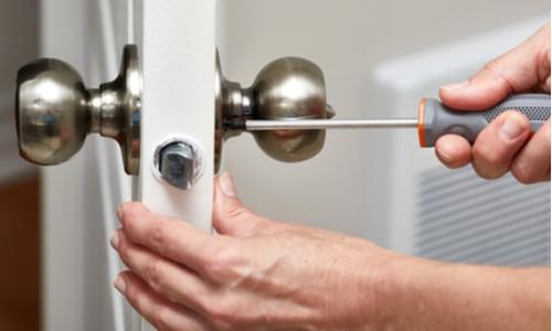 Detach handle, hardware and hinges from the door