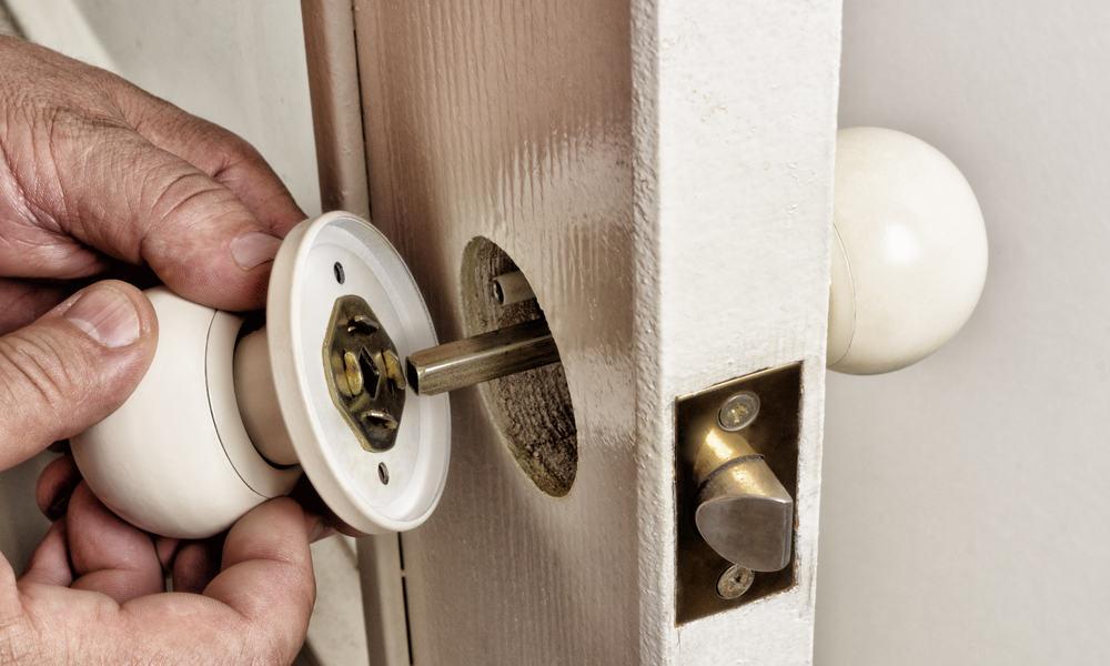 Remove the old doorknob
