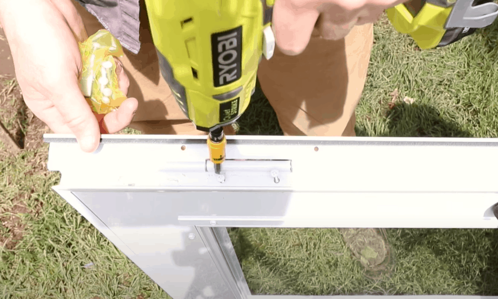 Screw the hinges into the holes