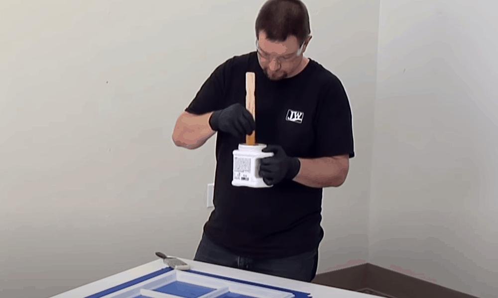 Stir the primer