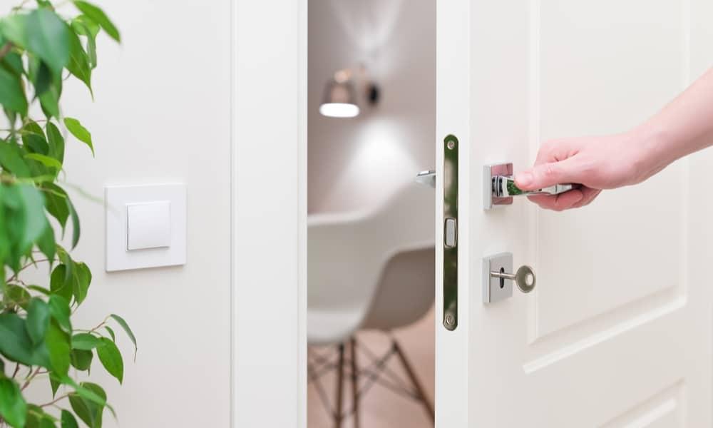 10 Easy Steps To Remove Door Handle
