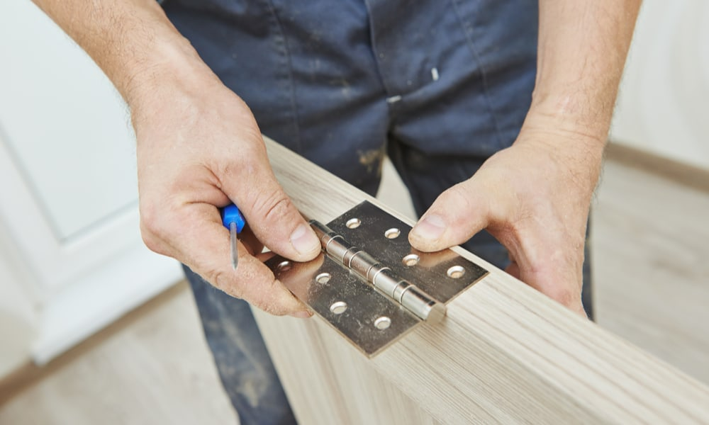 3 Easy Ways To Cut Door Hinges