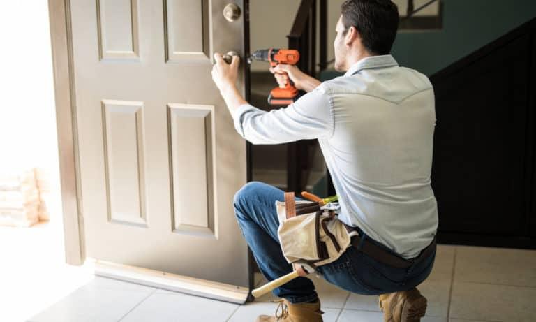 4 Ways to Fix a Swollen Door