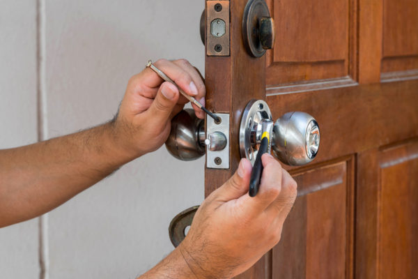 6 Easy Steps to Fix Loose Door Knob
