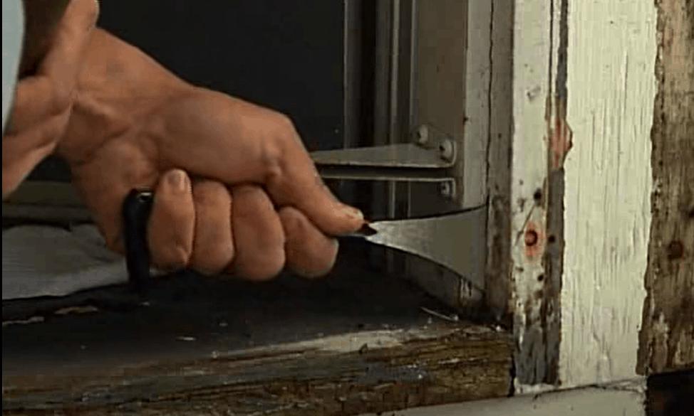 Trace the door jamb profile