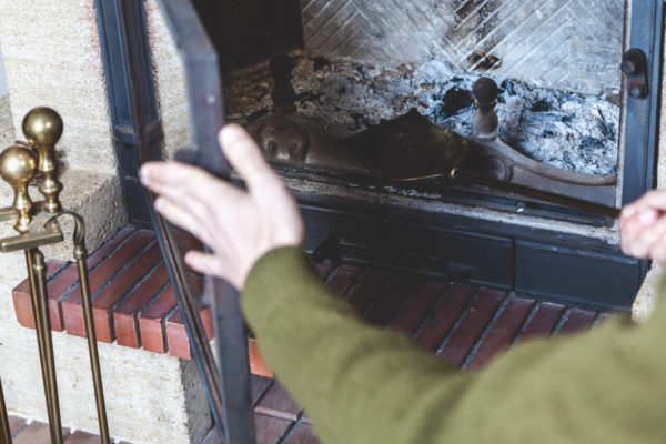 6 Easy Steps to Install Fireplace Door